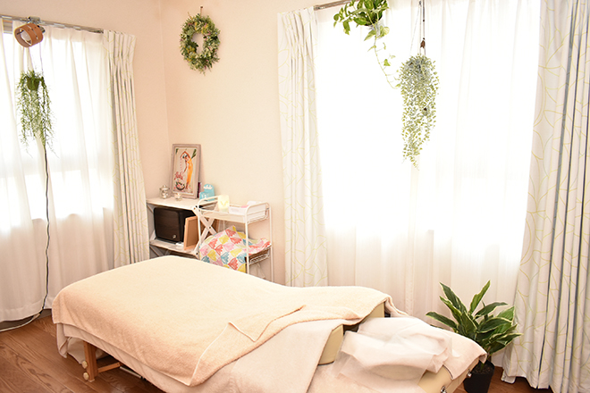 holistic salon Lokahi