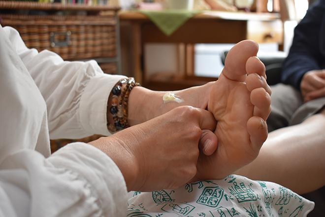 腰・膝専科 若石足療 やえさくら