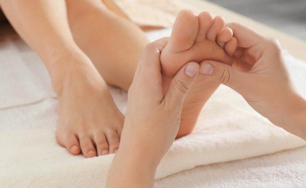 リフレクソロジーって体に良いの?期待できる健康&美容効果7つ