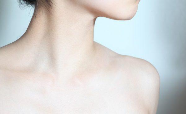 鎖骨は全身リンパマッサージの重要ポイント!正しい流し方と効果解説