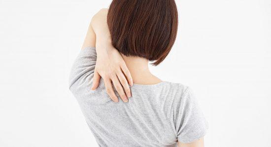 背中マッサージは肩こりに効果的!セルフ&ペアマッサージ方法を紹介