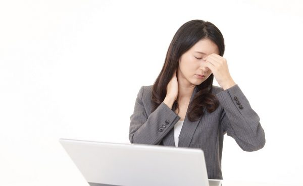 頭痛も起こる辛い肩こりは整体へ行こう!その理由、注意点などを解説