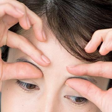 皺眉筋のマッサージ