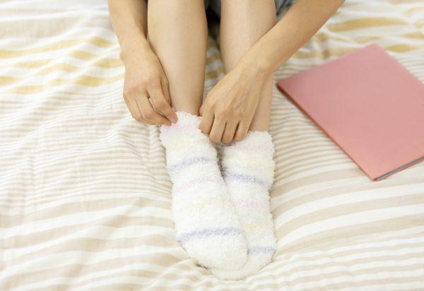 厚手の靴下で足の冷えを対策